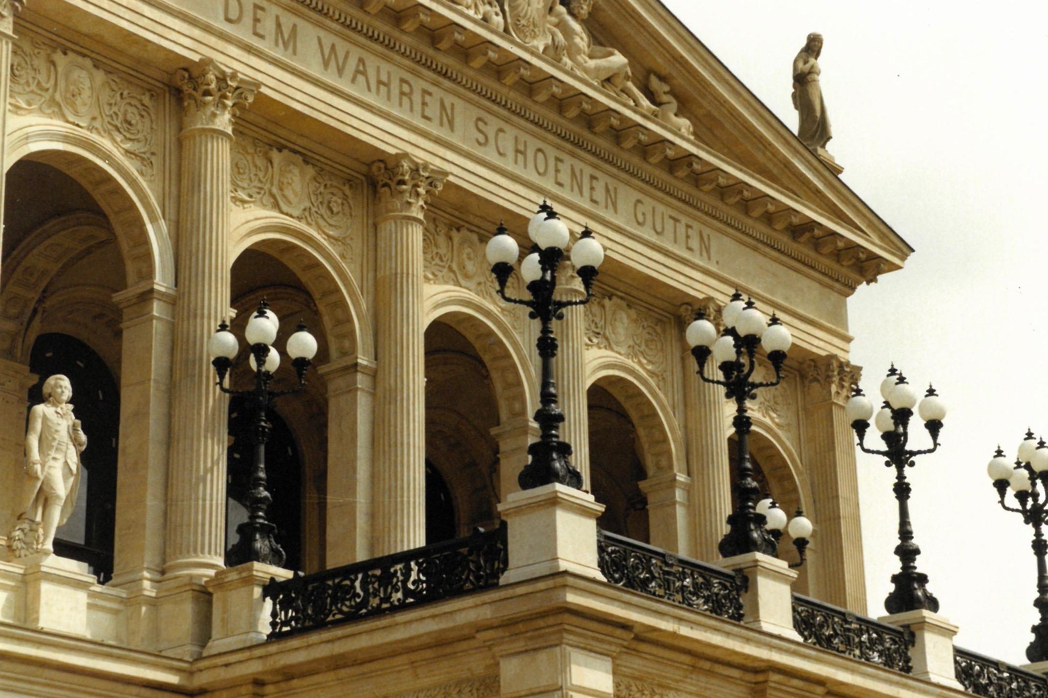 Frankfurter-Oper-historische-Leuchten-Robers