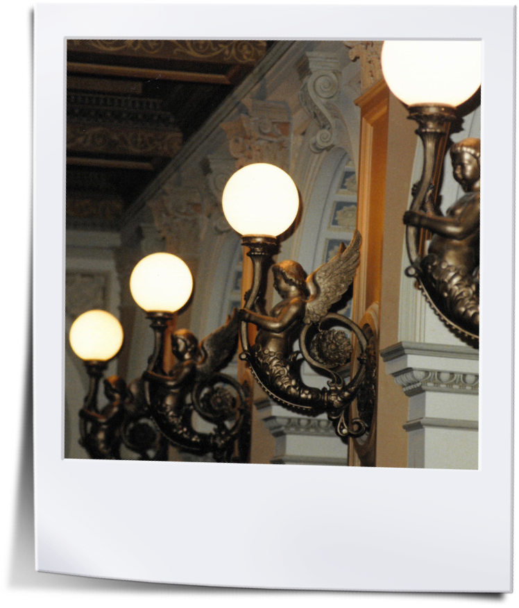 Frankfurter-Oper-Engel-Leuchten